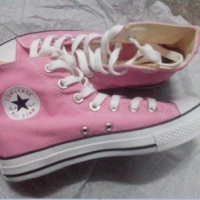 匡威高帮粉红色帆布鞋