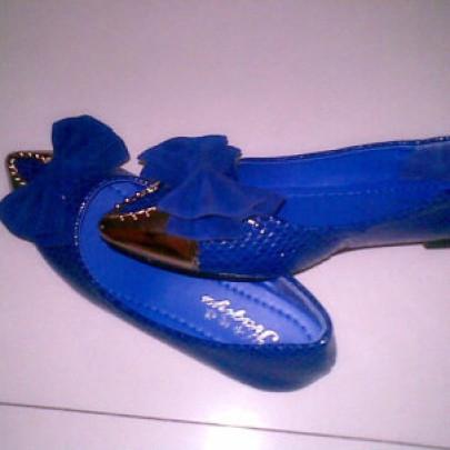 蝶结宝蓝色金属尖头平底鞋